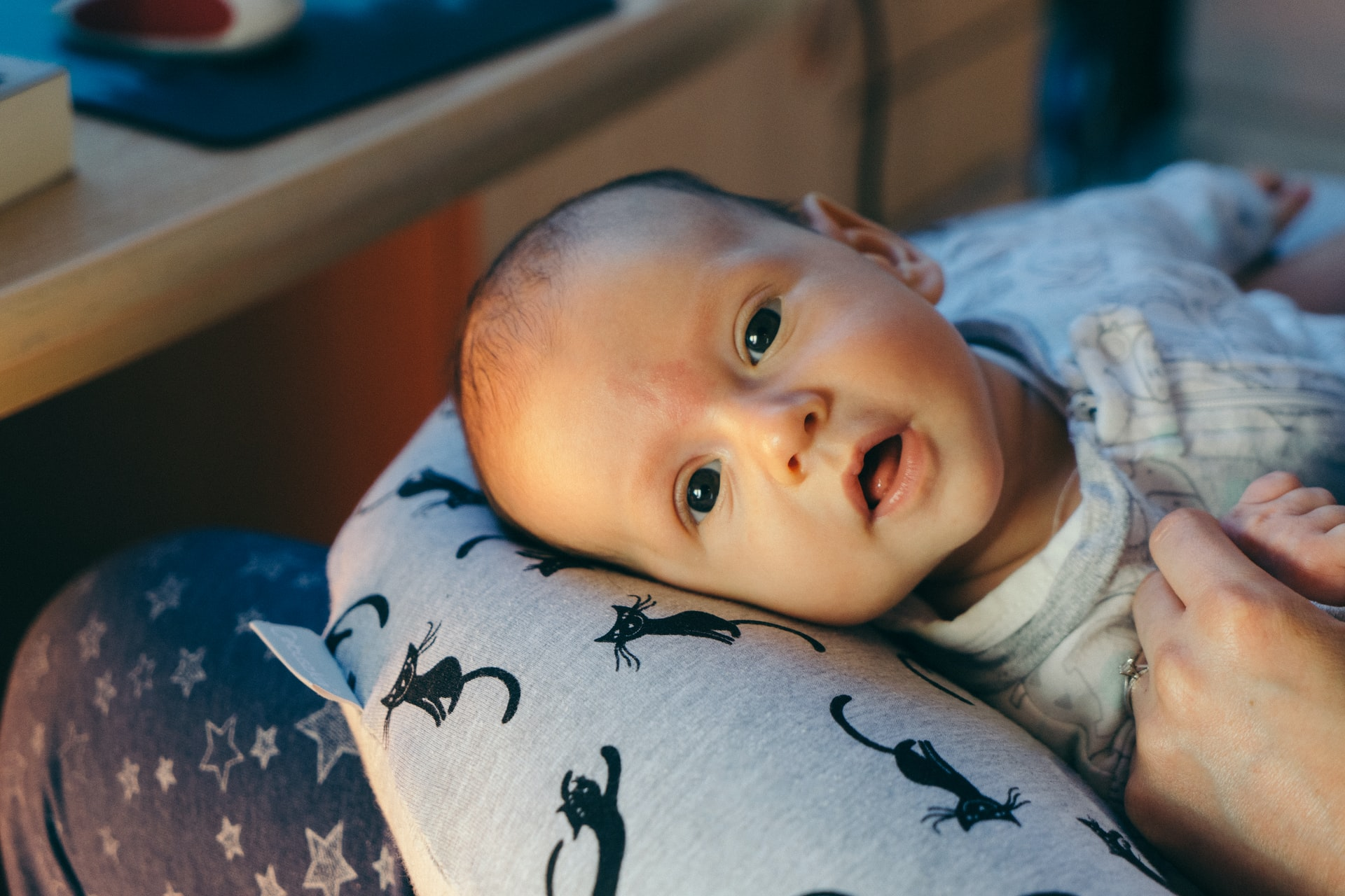 Un coussin d'allaitement pour nourrir tranquillement son enfant